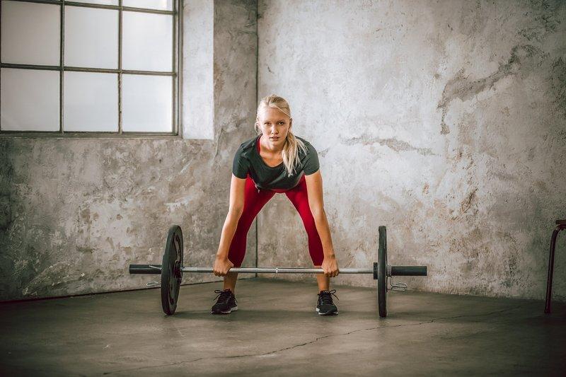 fitness_frau_langhantel